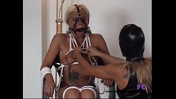flash bus two for girls Cum swallow back of throat compulation